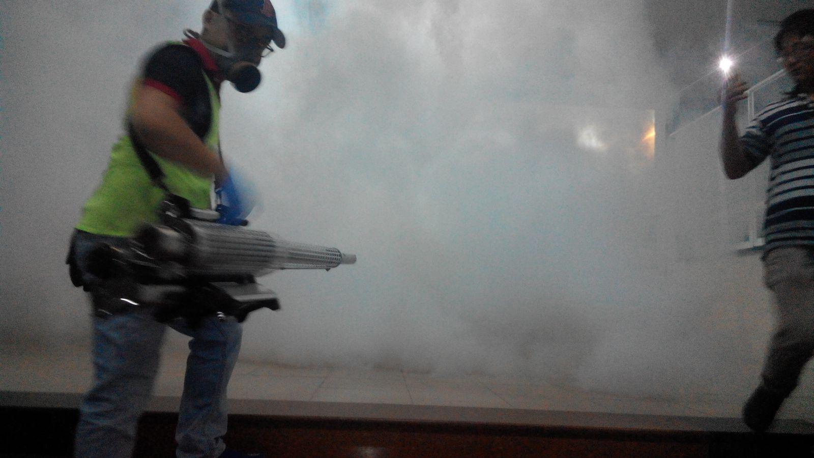 phun thuốc muỗi bằng kỹ thuật khói nóng
